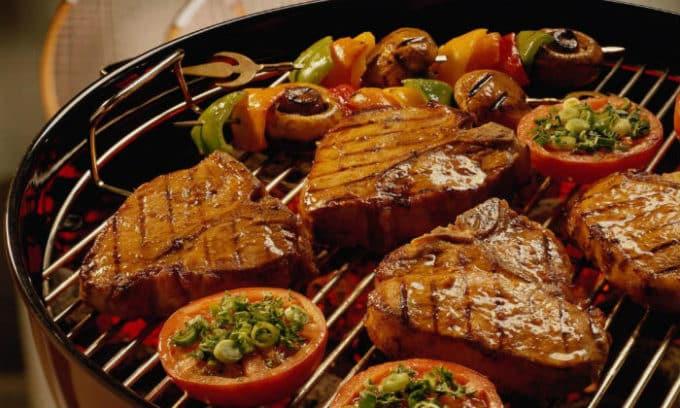 Во время цистита лучше отказаться от жареной и копченой пищи