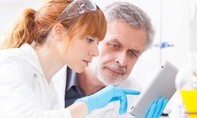Контроль врача при заболевании кисты щитовидки является залогом эффективного лечения