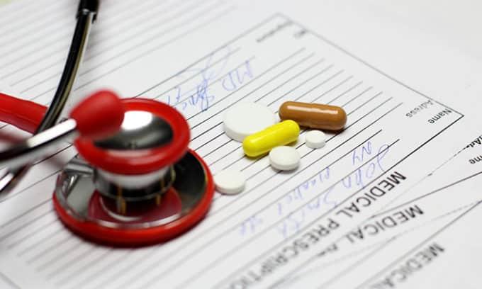 Терапия, предусматривающая прием антибиотиков на протяжении длительного времени может стать причиной цистита и молочницы