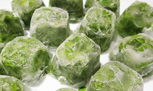 Для устранения ранок можно использовать кубики льда, приготовленные на основе отвара из лопуха или любой другой лекарственной травы