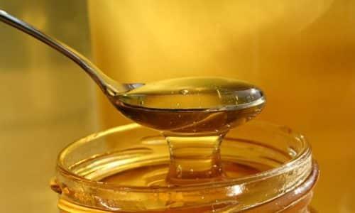 Хорошо зарекомендовали себя лечебные повязки с медом и яичным белком