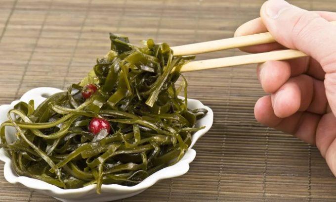 Рацион должен быть разнообразным, содержать витамины, клетчатку. Обязательно употребление морепродуктов и морской капусты