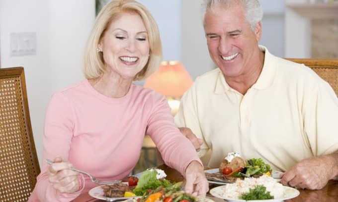 Овощи и нежирные сорта мяса и рыбы должны составлять основу ежедневного рациона