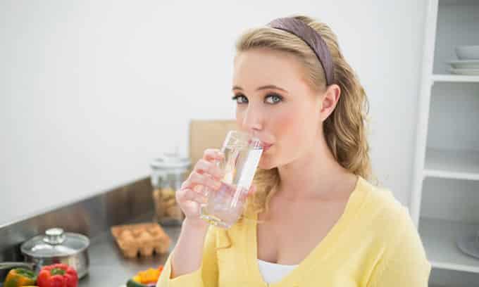 Употребление жидкости в больших количествах поможет быстрее избавиться от недуга