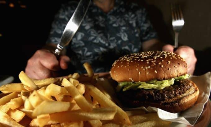 Погрешности в питании часто приводят к хроническогму пораженияю поджелудочной железы