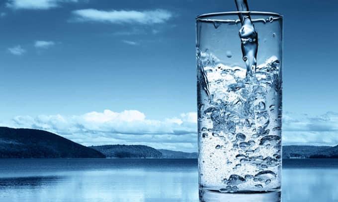 Плюс минеральной воды в ее природном происхождении, т.е. исключено отравление организма различными химическими включениями