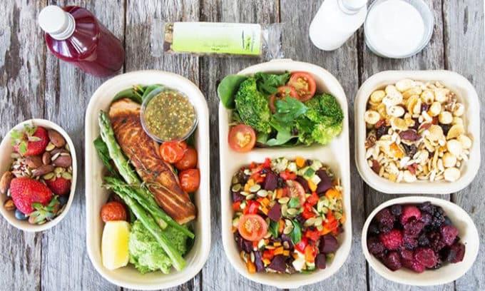 Рациональное питание при данном заболевании означает отказ от спиртного, острого, специй, соленого и жареного