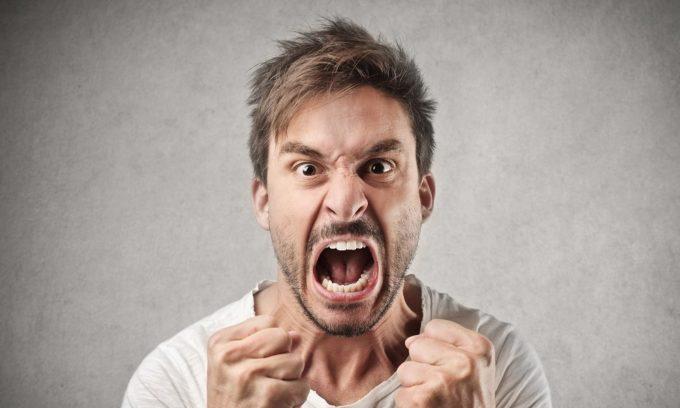 При аденоме щитовидной железы характерна чрезмерная раздражительность