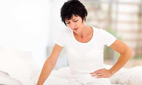 К симптомам цистита можно отнести боль при мочеиспускании, частые позывы в туалет, болевые ощущения внизу живота и т.д