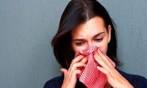 Дыхательная система страдает мало, и в основном ее поражения проявляются в виде ринита или заложенности носа