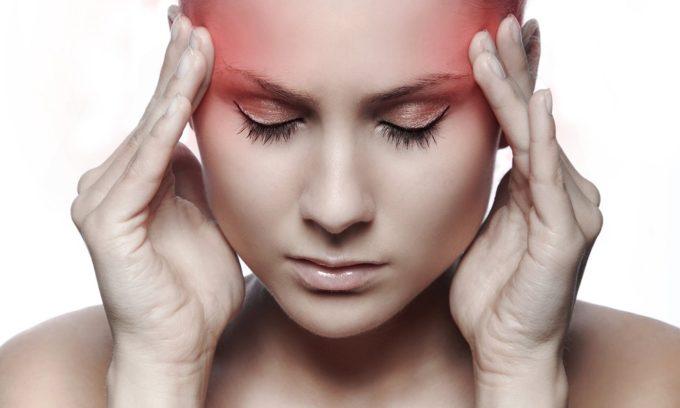 Генитальному герпесу сопутствуют сильные головные боли