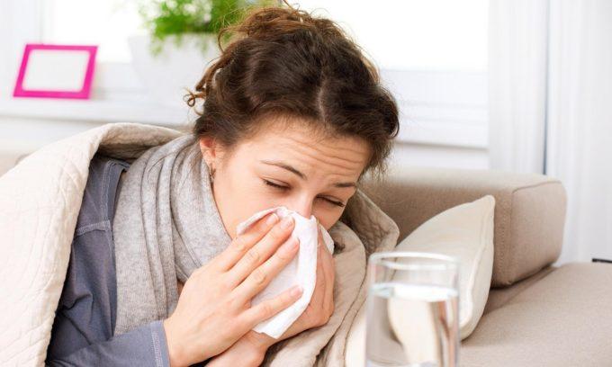 Во время болезни ослаблен иммунитет, что приводит к обострению герпеса