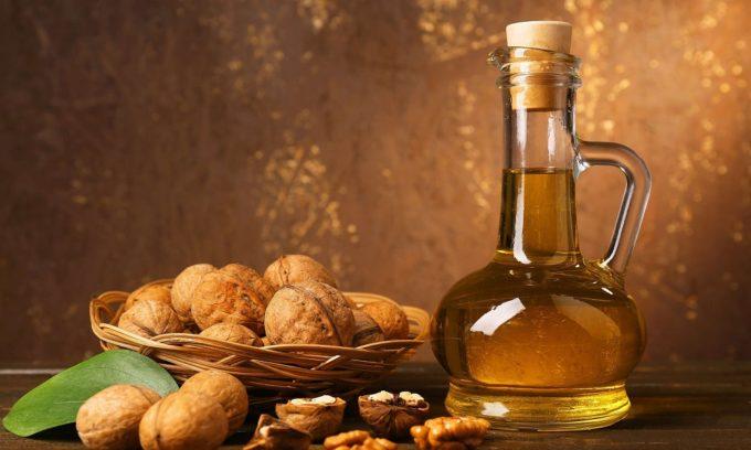 После того как высыпания пошли на убыль, можно применять настойку из грецких орехов для смазывания участков с волдырями