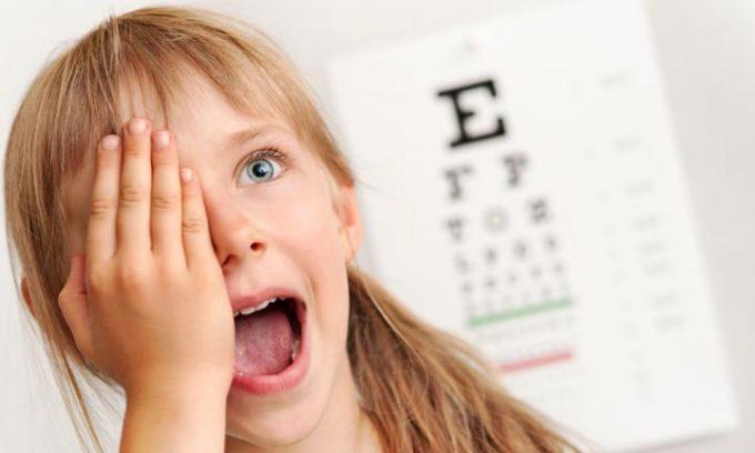 Если болезнь не начать лечить вовремя, то существует угроза снижения качества зрения или образования катаракты