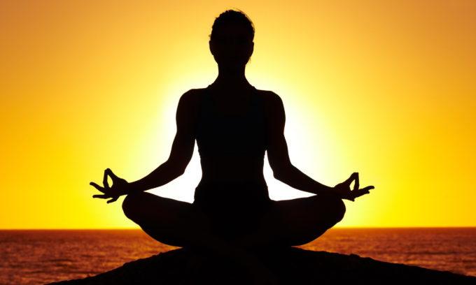 Йога — очень полезное занятие при варикозе, способствующее укреплению тела и духа