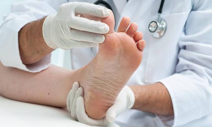 Хирургическое удаление ногтевой пластины проводится в самых запущенных и тяжёлых случаях развития болезни