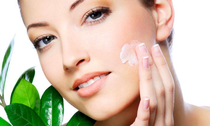 Для постоянного использования при уходе за кожей лица рекомендуется крем с SPF 30-50