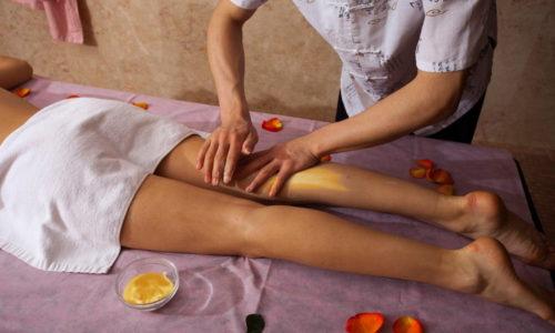 Массаж ног является отличным дополнением к лечению варикозной болезни вен таблетками и народными средствами