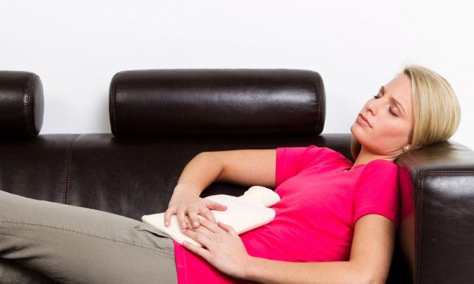 У женщин в период менструации может произойти обострение герпеса