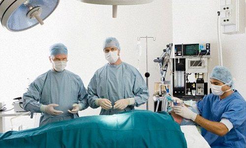 Что касается хирургии, то ее используют только при крайних стадиях заболевания, когда уже необходимо удалять тромбы