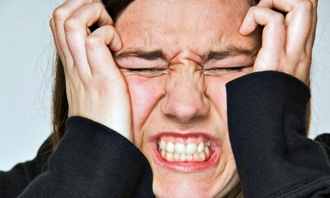 Стресс - причина, который способен спровоцировать появление простуды на губах
