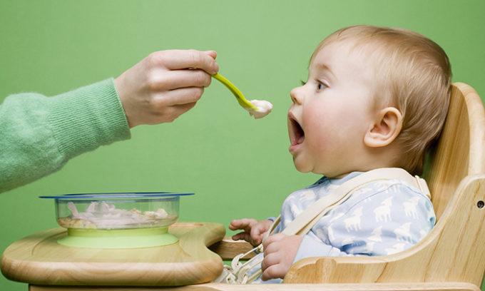 При наличии симптомов необходимо соблюдать диету. Не кормить малыша жесткой пищей