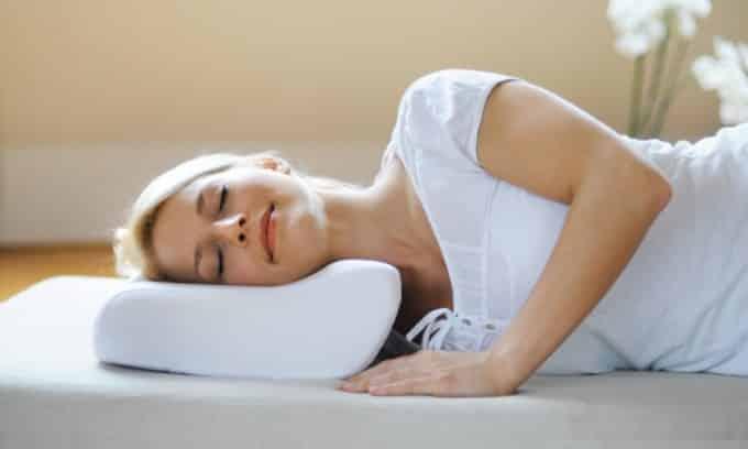 Сон на лечебном ортопедическом матрасе и подушке поможет избежать грыжи позвоночника