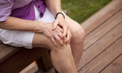 Флебит может развиться на фоне травмы, например, если был удар колена
