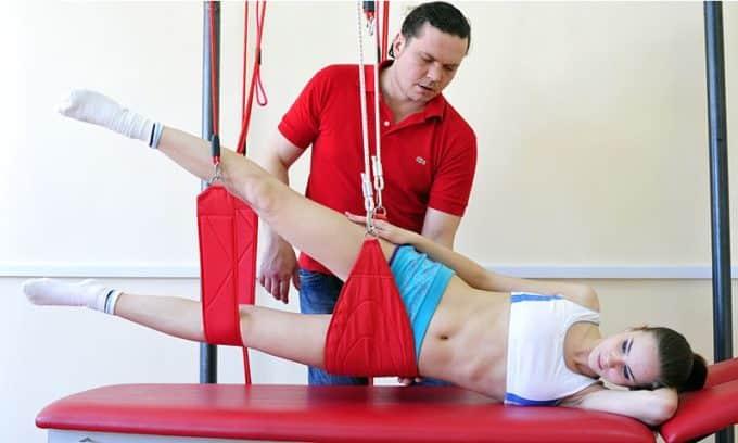 Кинезиотерапия – это специальная лечебная гимнастика на растяжках и тренажерах она способствует эффективному уничтожению симптома боли