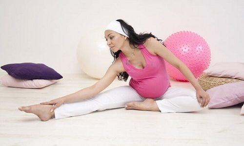 Чтобы сохранить здоровье вен при беременности женщина должна выполнять лечебные физические упражнения