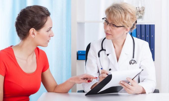 Для правильного диагноза важен комплексный подход к обследованию, доктор уточняет наличие травм, симптомы, устанавливает точную локализацию болевых ощущений