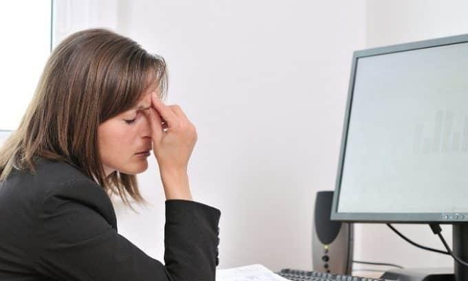 На третьей стадии развития плоскостопия человека могут беспокоить головные боли
