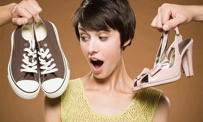 Обувь из некачественных материалов способствует развитию смещения поперечного или продольного свода стопы