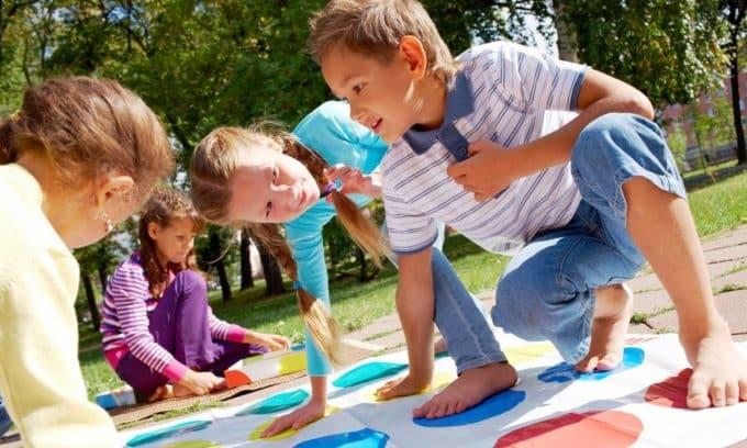 Для профилактики необходимо создать идеальные условия для ребёнка в проведении активных игр, развлечений