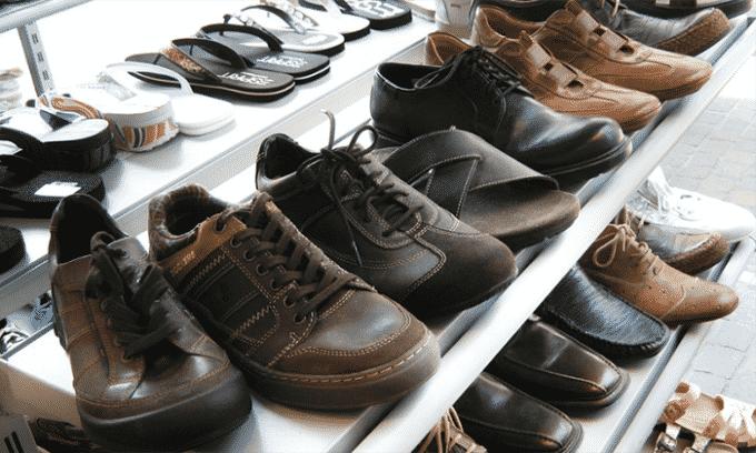 Ношение обуви из искусственных тканей приводит к повышенному потоотделению, отсутствию проветривания ступни, а соответственно распространению грибковых спор