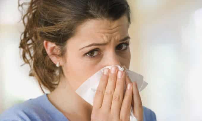 Ежедневно человек сталкивается с множеством бактерий, агрессивно воздействующих на организм. Он с ними может справляться, подавлять развитие ровно до того момента, пока иммунная система в норме