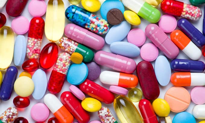 Длительный курс антибиотиков, циостатиков или кортикостероидов может спровоцировать снижение иммунитета, на фоне чего грибковая инфекция будет развиваться в разы быстрее