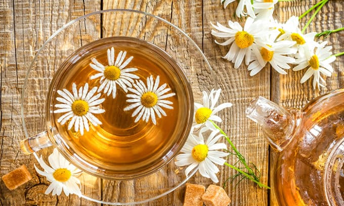 В состав антипаразитного чая входит аптечная ромашка, которая используется в качестве антисептического средства для борьбы с паразитами