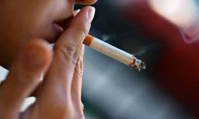 Курение способствуют ослаблению иммунитета, что в свою очередь является идеальной средой для размножения инфекций