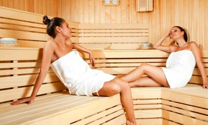 Посещение общественных мест (бассейна, бани, сауны) без соответствующей защиты стопы может привести к заражению грибком