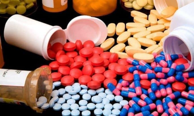 Нехватка витаминов в некоторых случаев влияет на развитие плоскостопия