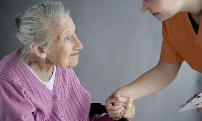 В пожилом возрасте риск развития грибка ногтей увеличивается