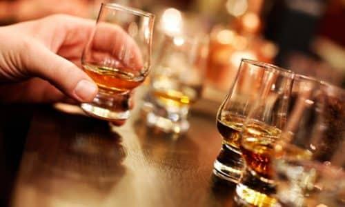 Купить некачественный алкогольный напиток может каждый, что существенно повышает уровень смертности и становится причиной массовых отравлений
