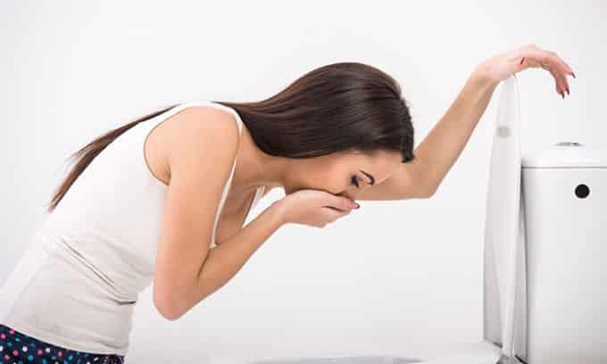 Одновременный прием снотворных и алкоголя способствует интоксикации организма